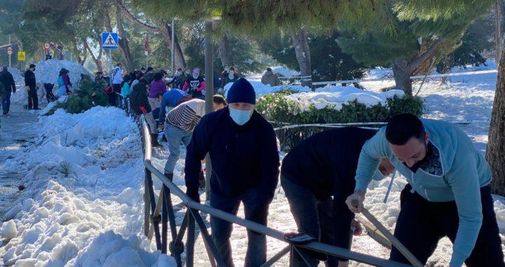 Nieve y solidaridad vecinal en Santa Eugenia, a partes iguales
