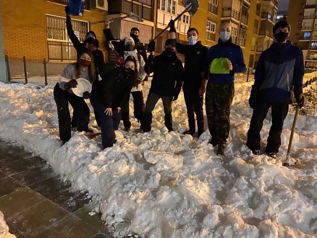 Nieve y solidaridad vecinal en Santa Eugenia