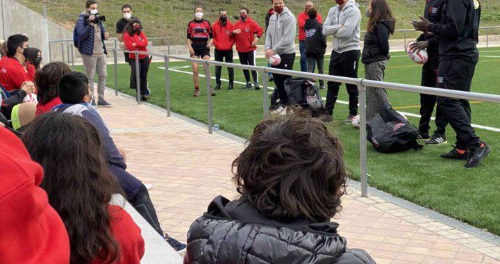 Las estrellas de rugby 7 y los menores del Vallecas Rugby Unión comparten juego y charlas
