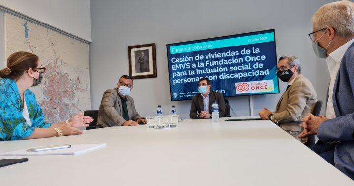 El Ayuntamiento cede viviendas en Villa de Vallecas a la Fundación ONCE